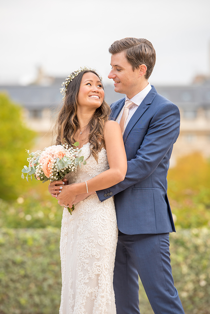 couple wedding at jardin Palais Royal in Paris
