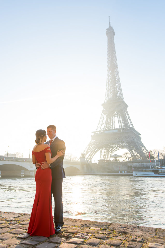 Couple photos at Eiffel tower after sunrise proposal