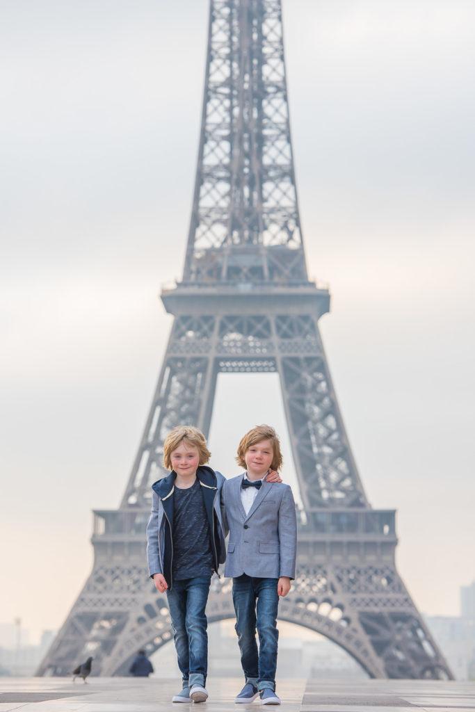 twin photoshoot at Trocadero