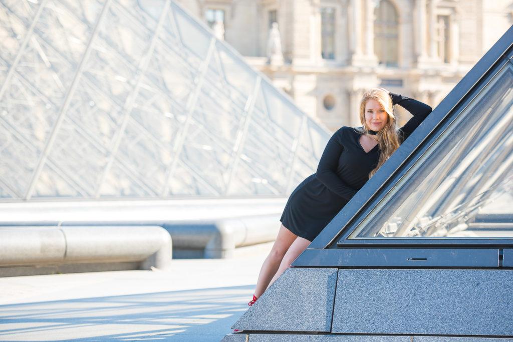 Sweet sixteen photoshoot at Louvre pyramid