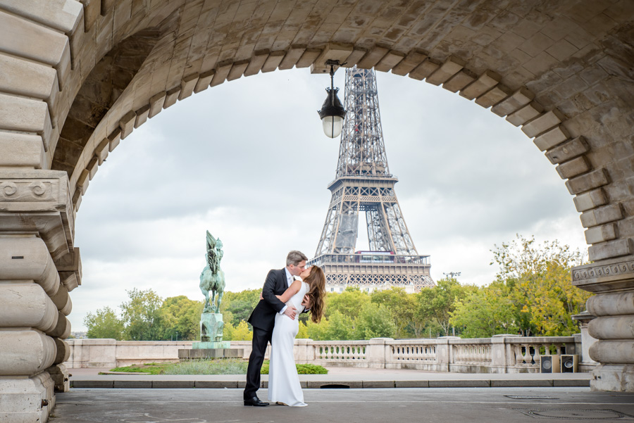 Bridal shoot in Paris on bridge with Eiffel Tower