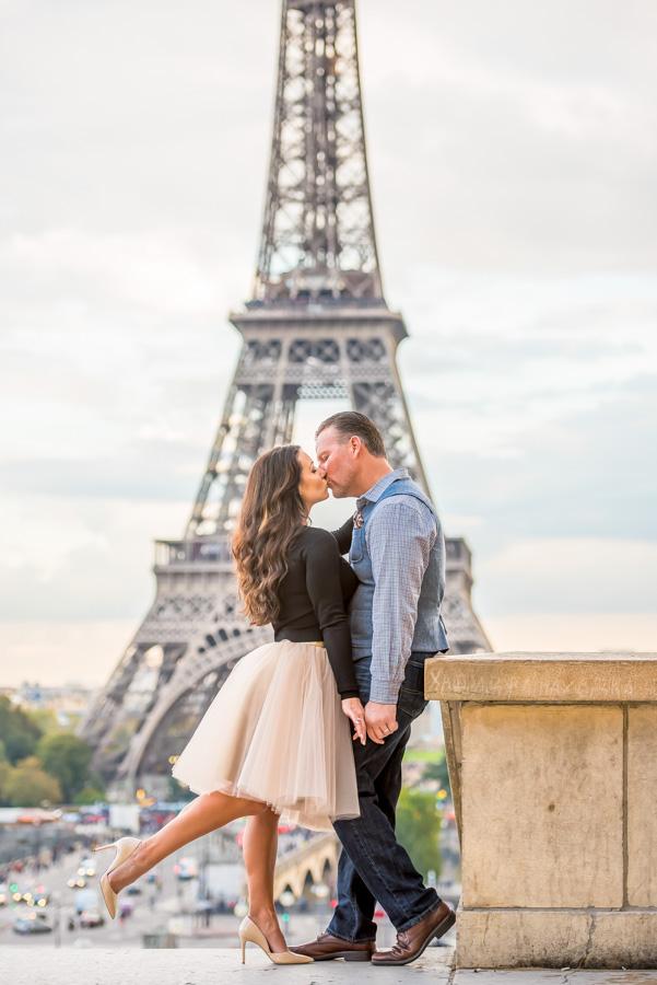 Eiffel Tower trocadero couple photo session