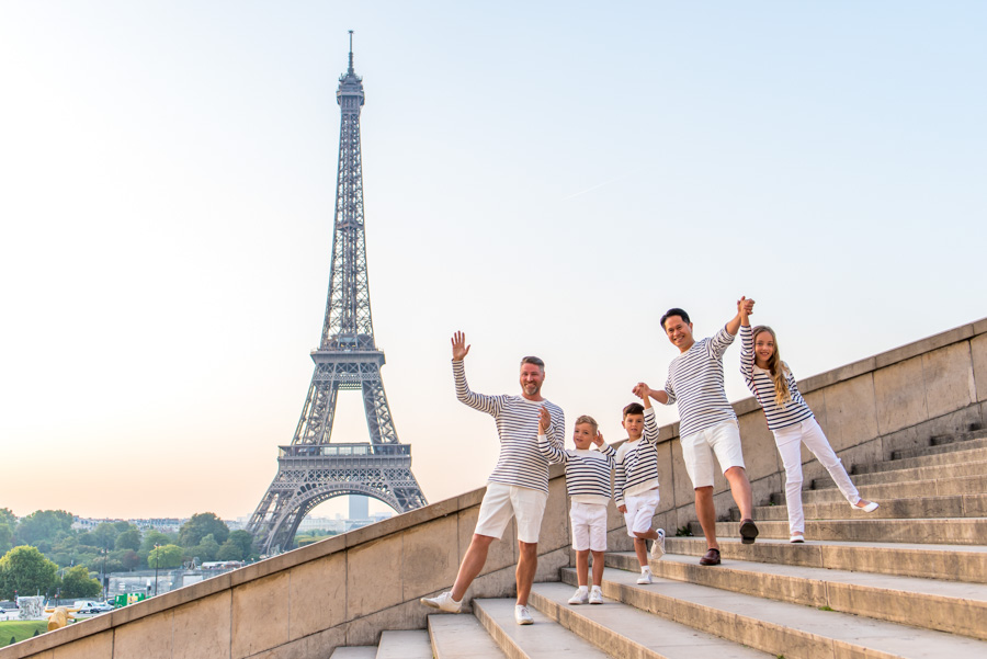 Family photo session on Eiffel Tower stairs (trocadero)