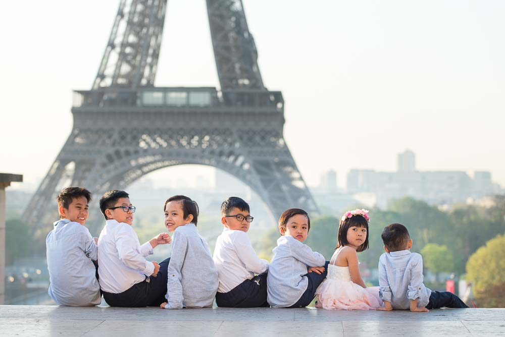 Kids photoshoot at the Eiffel Tower