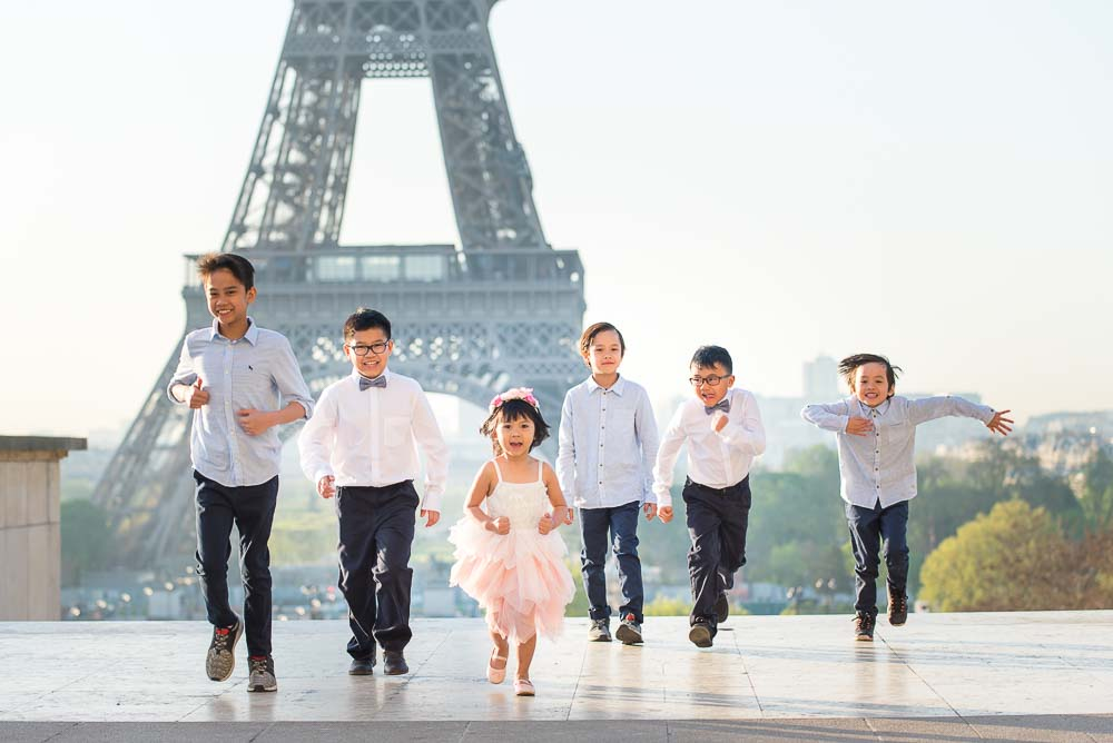 children photoshoot at the Eiffel Tower