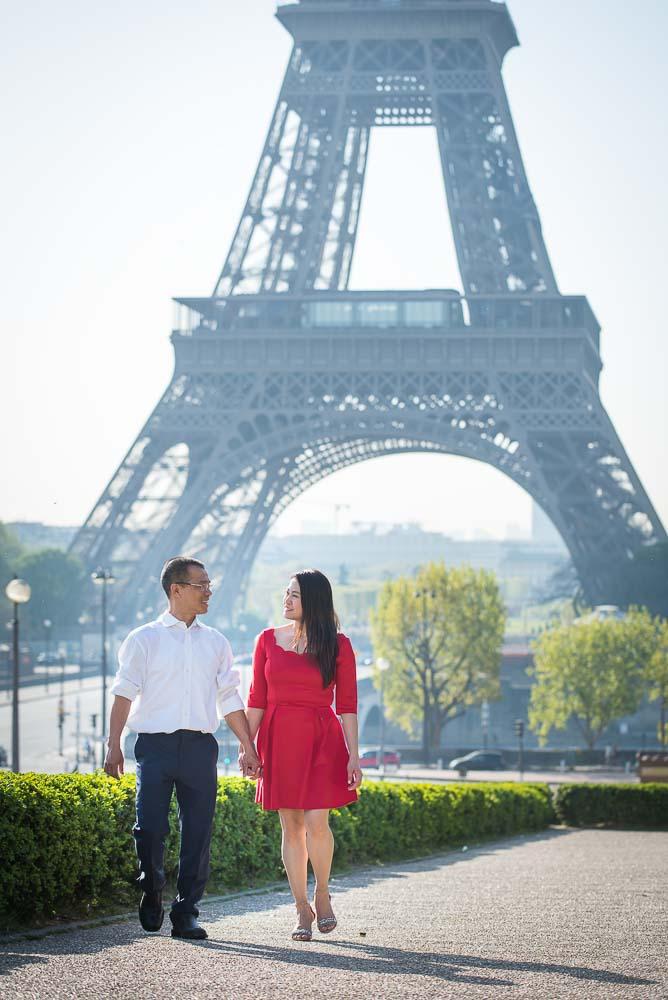 couple walking at trocadero