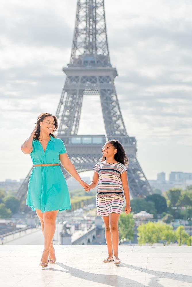 Mum daughter photos at the Eiffel Tower