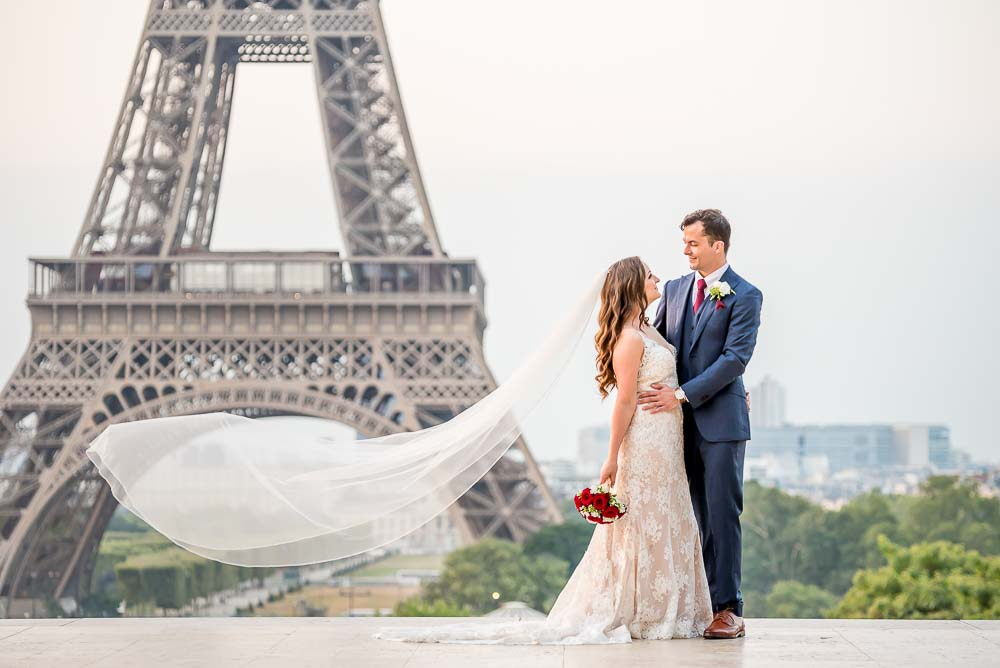 Elopement wedding photoshoot at Eiffel Tower