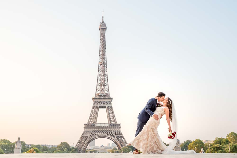 Elopement wedding photo session at Eiffel Tower