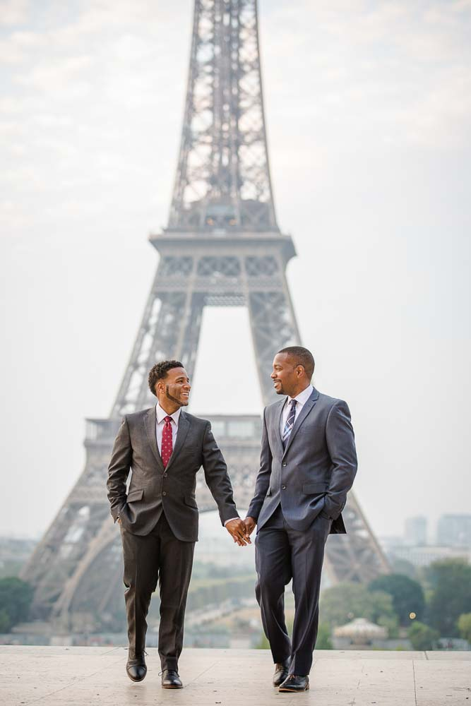 gay couple photo session Eiffel tower