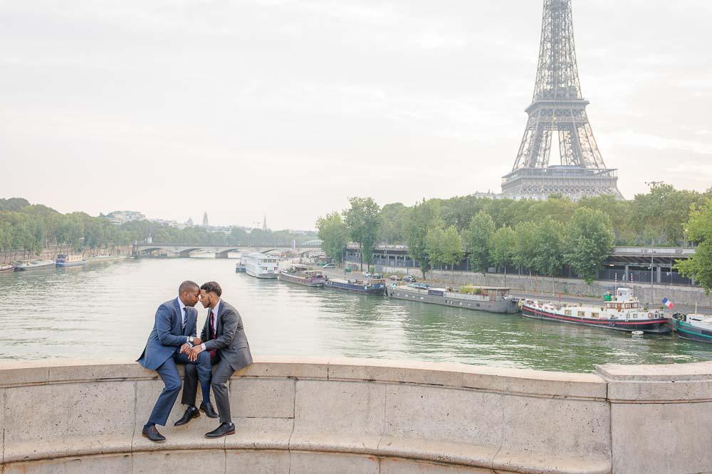 Eiffel Tower gay photo session