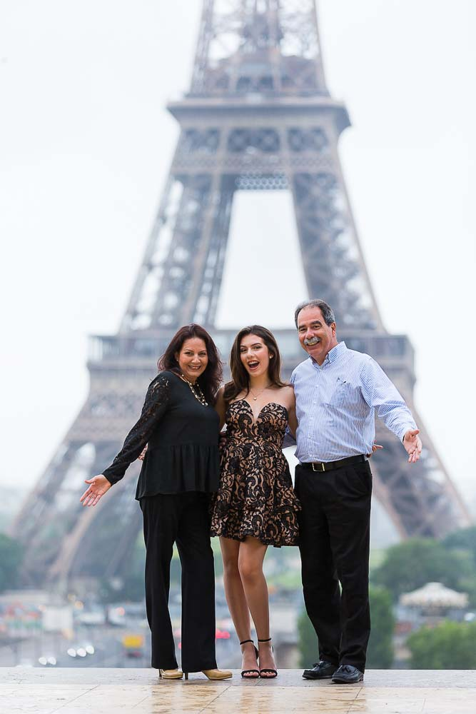 quinceanera family photo at the Eiffel Tower