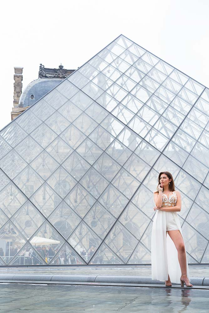 beautiful quinceanera photo at Louvre