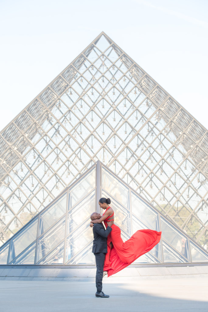 Couple in front of Louvre pyramid