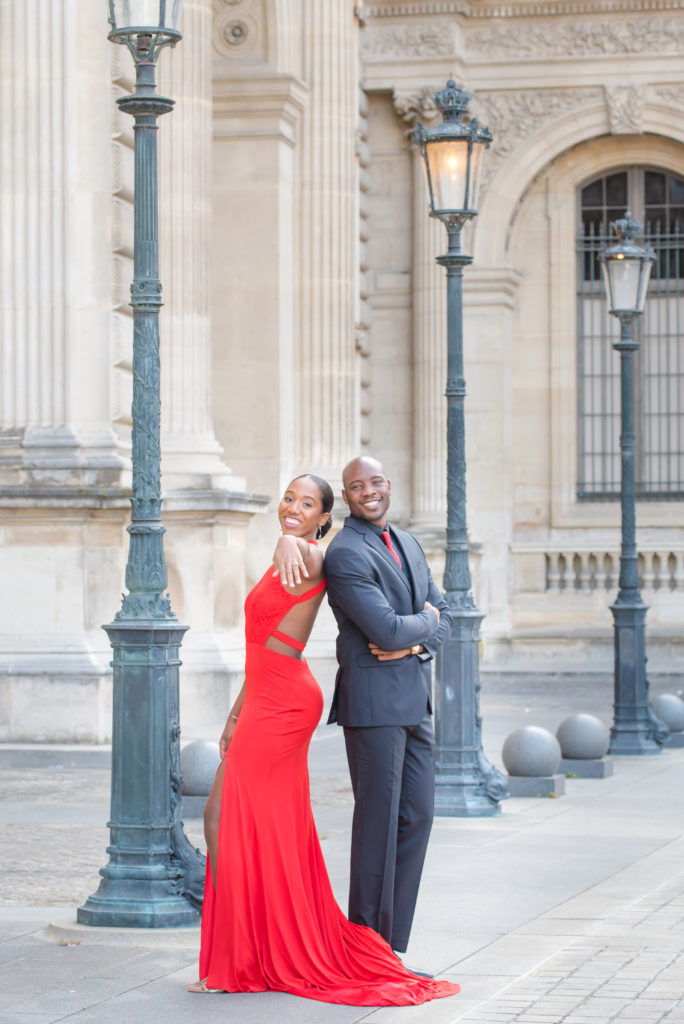Couple photo at Louvre museum