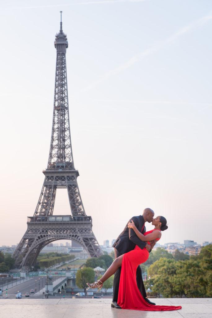 Dip kiss at Eiffel Tower