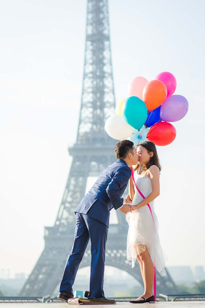 Surprise proposal in Paris with balloons - kiss