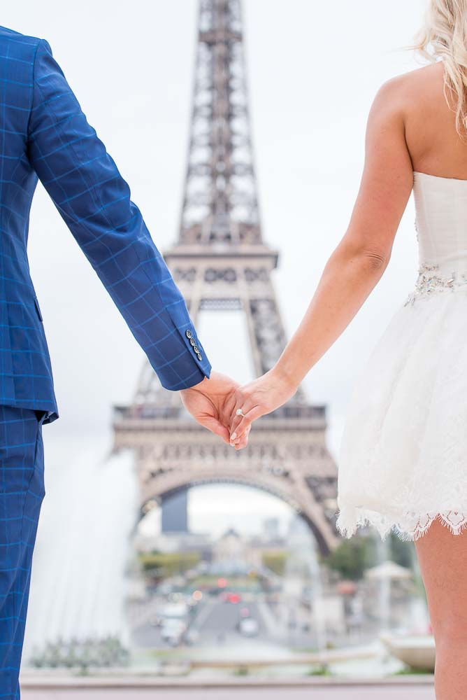 Surprise engagement picture at Eiffel Tower