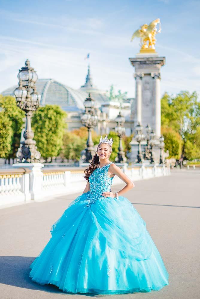Quinceanera photoshoot at Alexandre bridge in paris