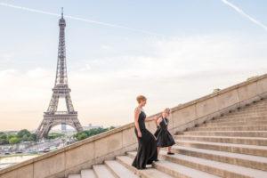 trocadero mother daughter Eiffel tower