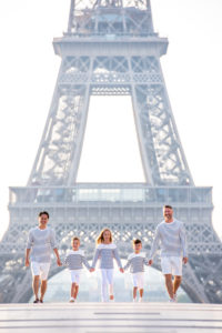 Family photoshoot at Trocadero (Eiffel Tower)