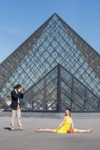 louvre pyramid dancer photoshoot in paris