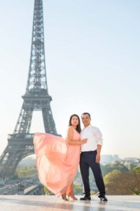 couple from big family photoshoot at Eiffel Tower