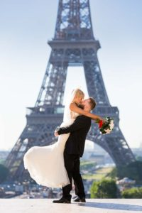 Bridal photo session at Eiffel Tower