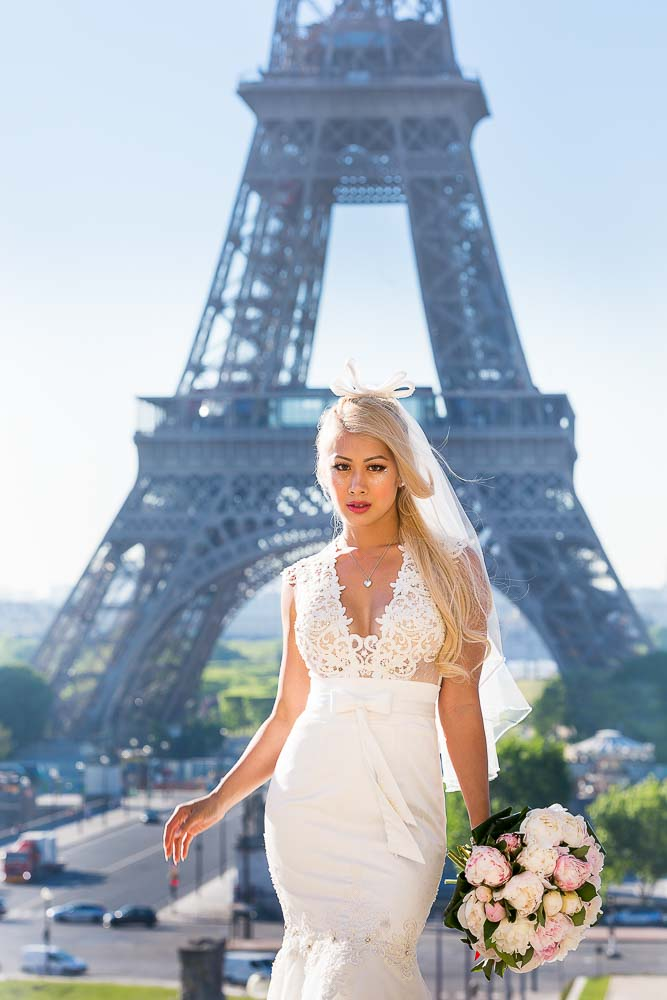 Bridal solo picture at Eiffel Tower