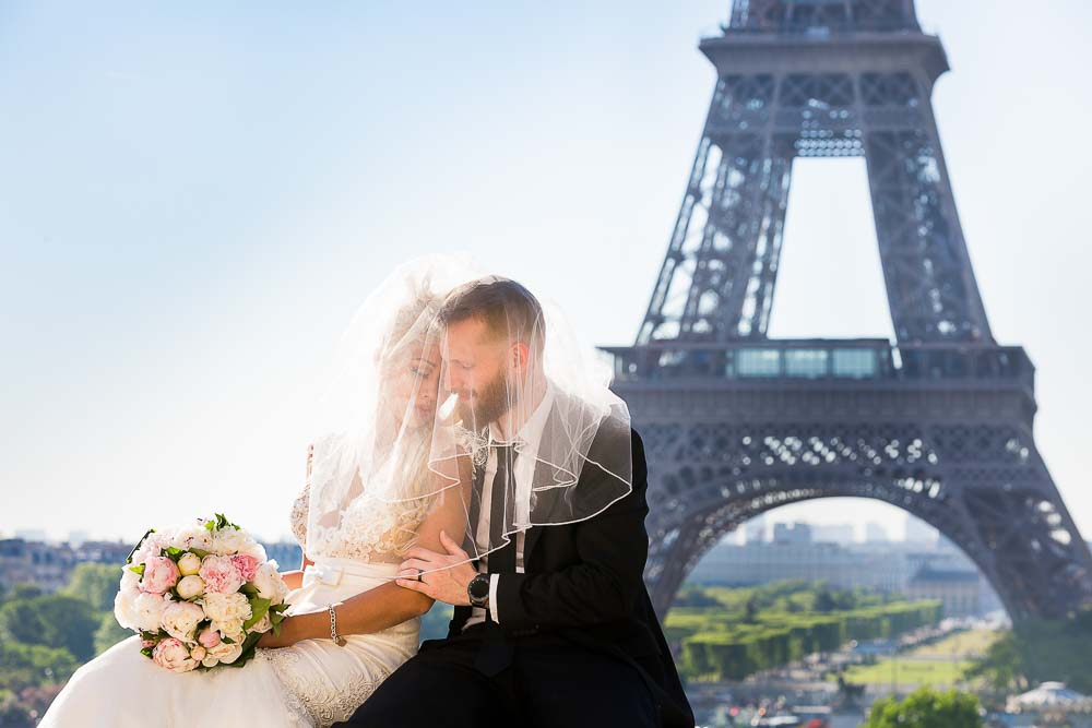 Bridal sweet photo at Eiffel Tower