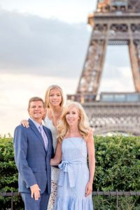 Sweet family photo session in Paris