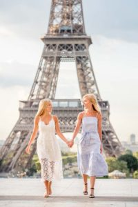 Eiffel Tower - sweet mother-daughter photoshoot
