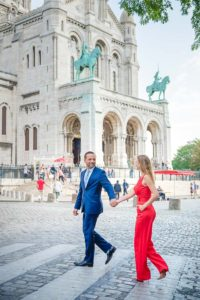 Couple photo session in Montmartre streets