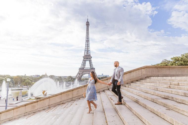 Local paris photographer in Eiffel Tower