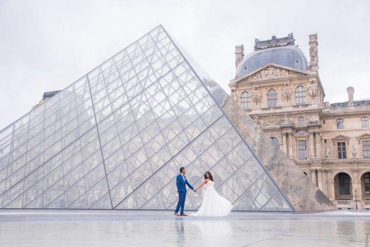 elopement photo paris