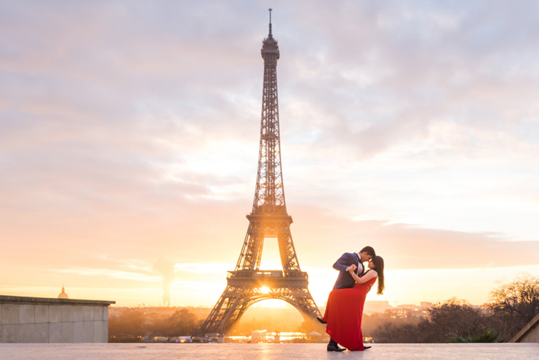 sunrise eiffel tower photo session