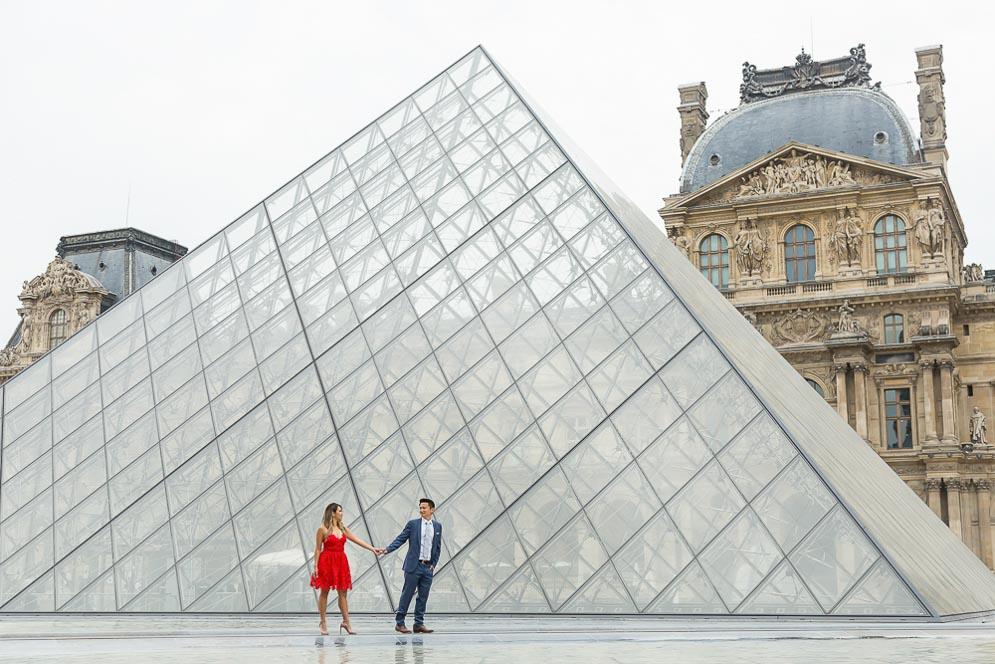 engagement louvre museum