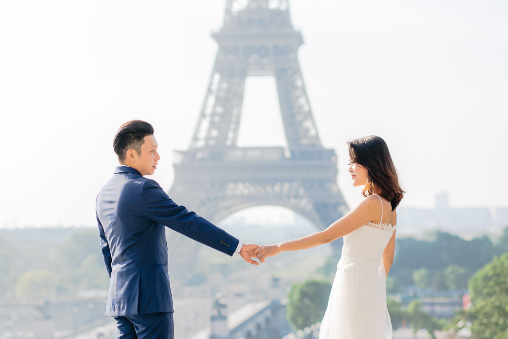 couple holding hands eiffel-tower